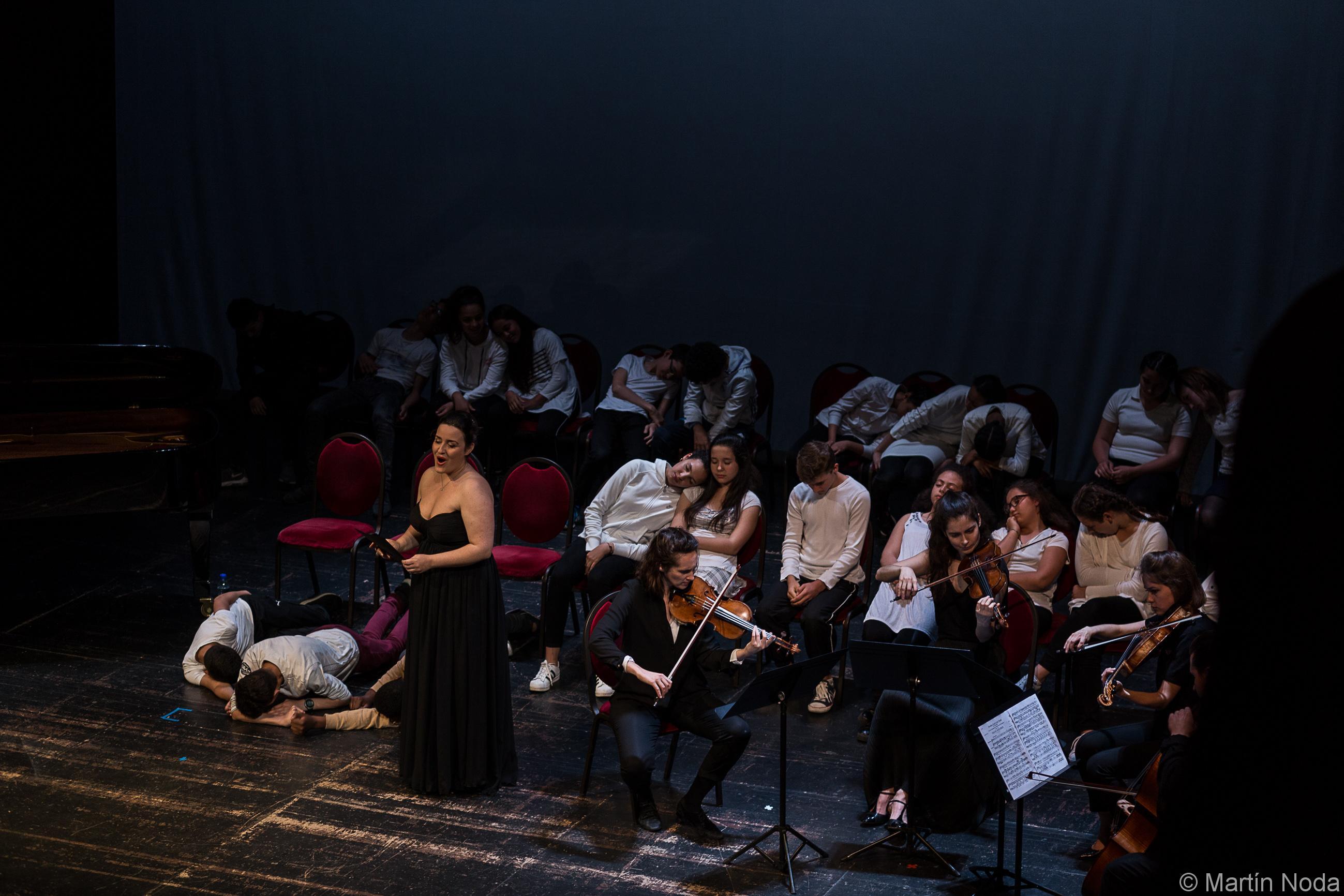 Marie Soubestre, Fiona Monbet, Hélène Maréchaux, Léa Hennino, et la classe de 5ème du collège Côte Rousse de Chambéry