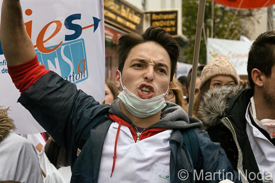Paris - 08/11/2016 - Manifestation des hospitalier.e.s, #soigneettaistoi