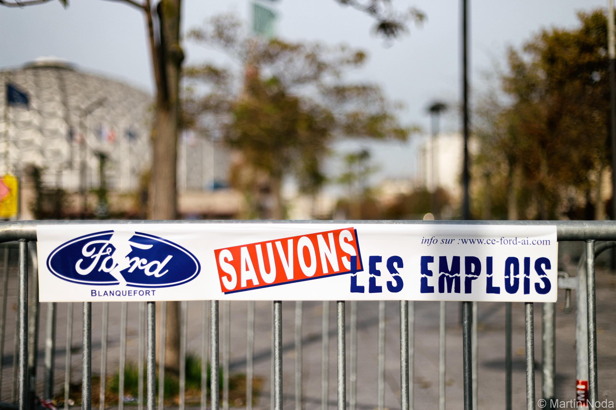 Paris - 12/10/2018 - Rassemblement des travailleur.euse.s de Ford Blanquefort devant le salon de l'auto